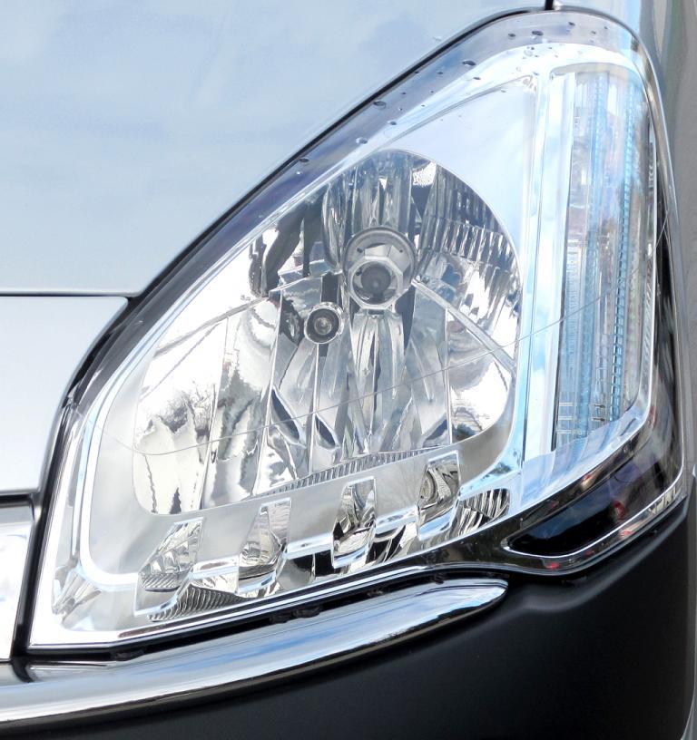 Citroën Berlingo: Moderne Leuchteinheit vorn.