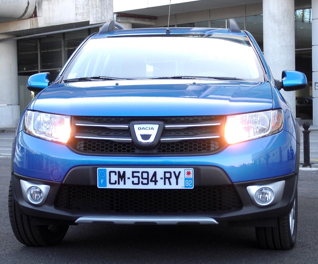 Dacia Sandero Stepway: Blick auf die Frontpartie.