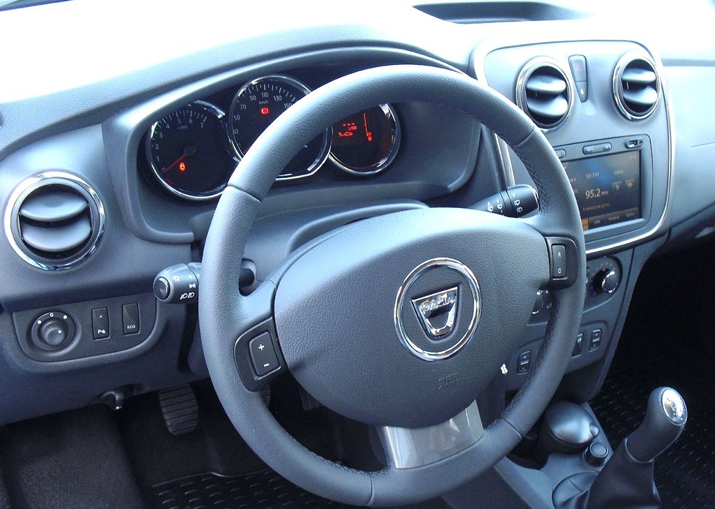 Dacia Sandero Stepway: Blick ins nüchtern-funktionelle Cockpit.