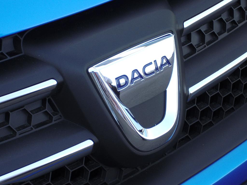 Dacia Sandero Stepway: Das Markenlogo sitzt vorn mittig im Kühlergrill.
