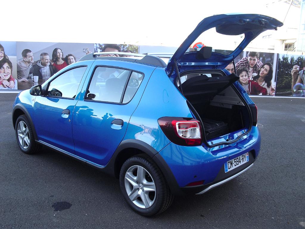 Dacia Sandero Stepway: Ins Gepäckabteil passen 320 bis 1200 Liter hinein.