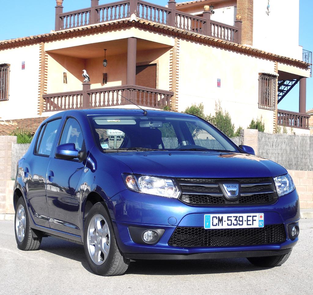 Dacia Sandero tritt etwas sachlicher auf.
