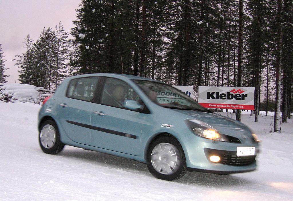 Das Fahren auf schneebedecktem Untergrund sollte man vorher üben. Foto: Grebe