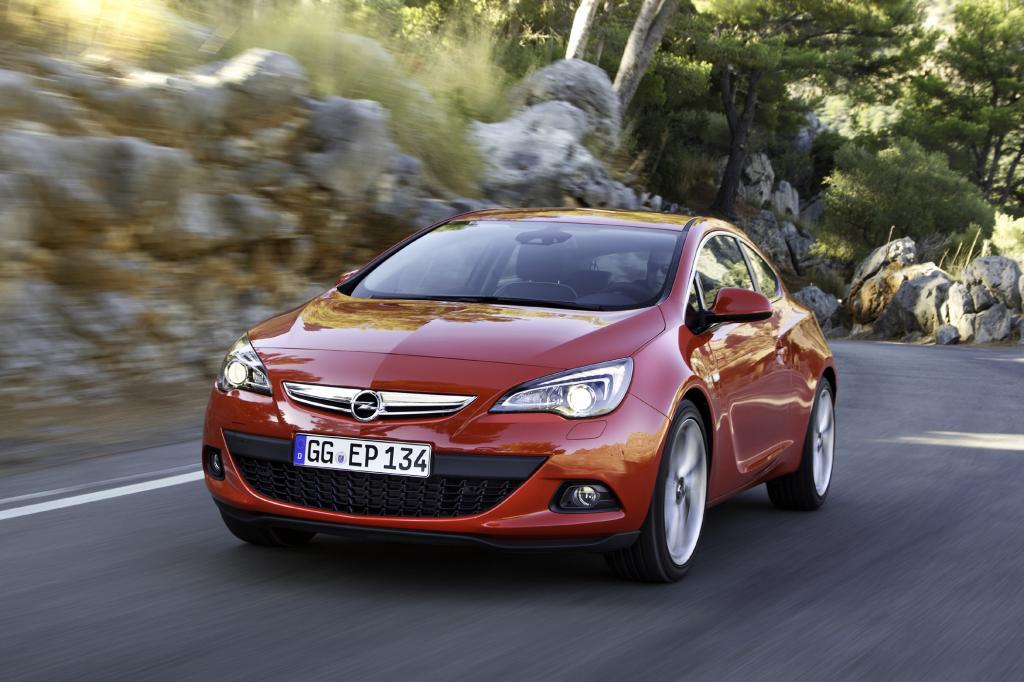Der von der Opel-Sportabteilung vom Astra GTC abgeleitete Straßensportler setzt sich bei Antrieb und Optik deutlich ab