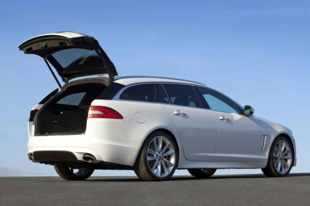 Die Kombivariante des XF teilt sich bis zur B-Säule den Vorbau mit der XF-Limousine
