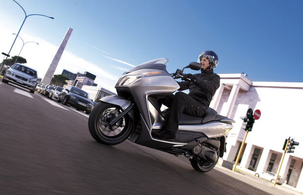 EICMA 2012: Honda stellt den NSS 300 Forza vor
