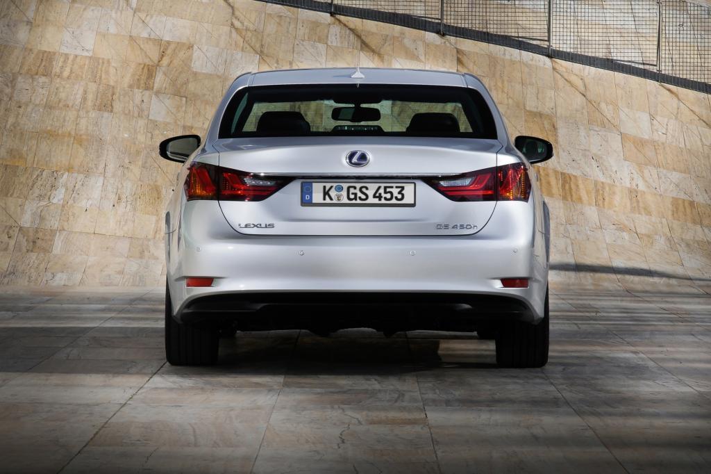Ein nicht geringer Teil des Spaßes mit dem GS 450h ist aber auf die Verbesserungen des neuen Fahrzeugs im Vergleich zu Vorgänger
