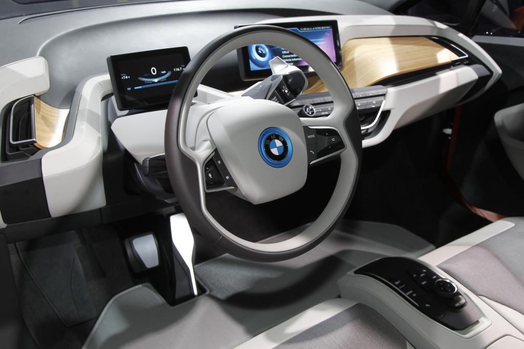 Für den Innenraum haben die BMW-Designer einen neuen Stil entwickelt
