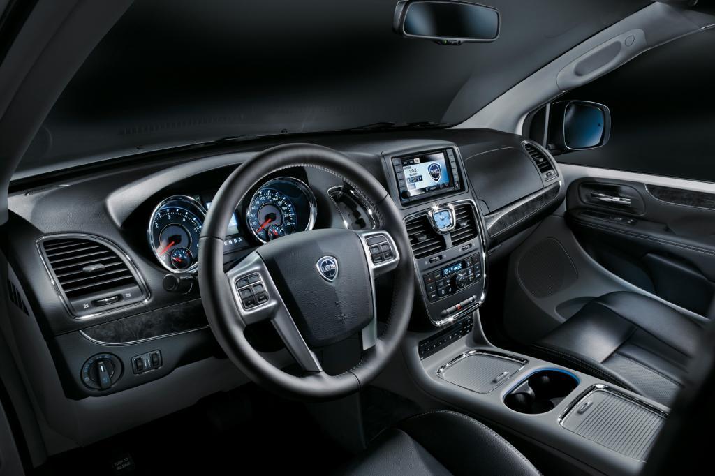 Gegenüber dem Chrysler-Grundmodell hat Lancia das Cockpit kräftig aufgemöbelt