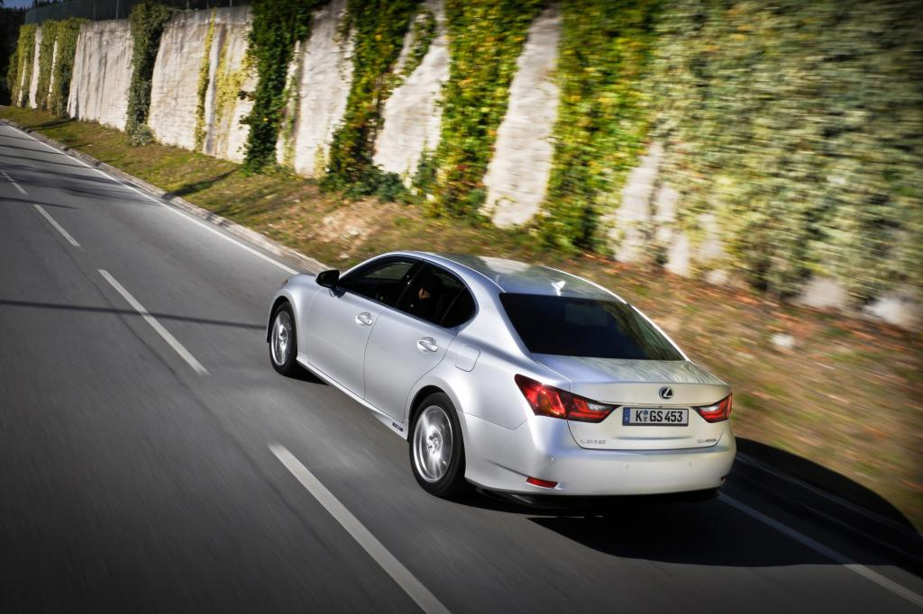 Gemeinsam stellt das Motoren-Duo jeden anderen Hybridantrieb klar in den Schatten