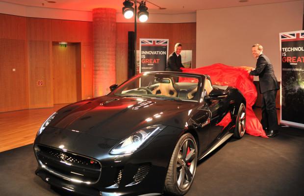 Jaguar F-Type auf diplomatischem Parkett