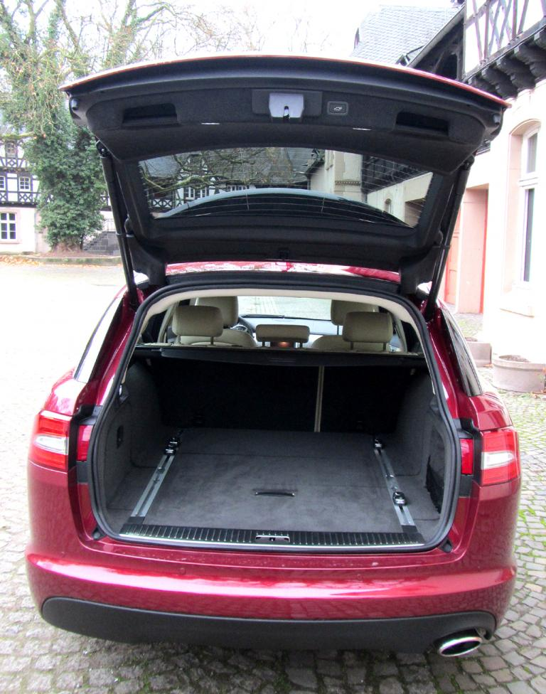 Jaguar XF Sportbrake: Ins Gepäckabteil passen stattliche 550 bis 1675 Liter hinein.