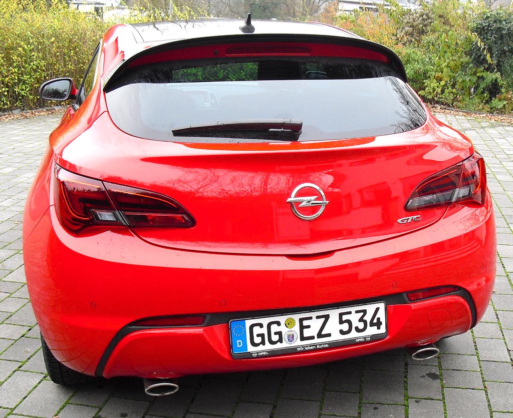 Opel Astra GTC Biturbodiesel: Blick auf die Heckpartie.