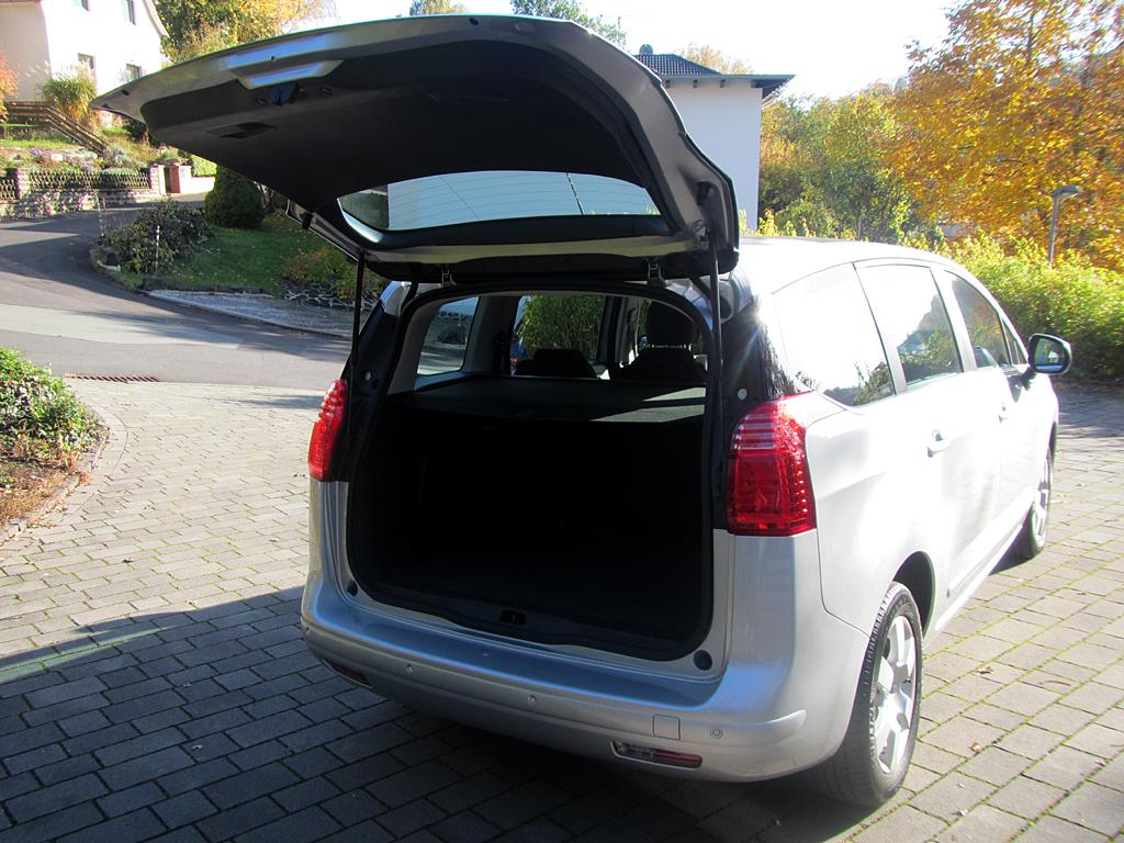 Peugeot 5008: Ins Gepäckabteil des Fünfsitzers passen 679 bis 1754 Liter hinein.