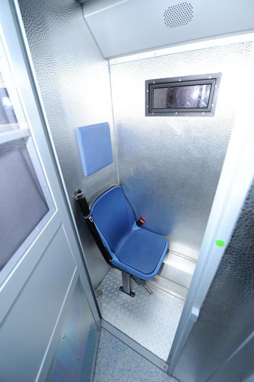 Polizei nutzt zwei DAF LF45 als Gefangenentransporter