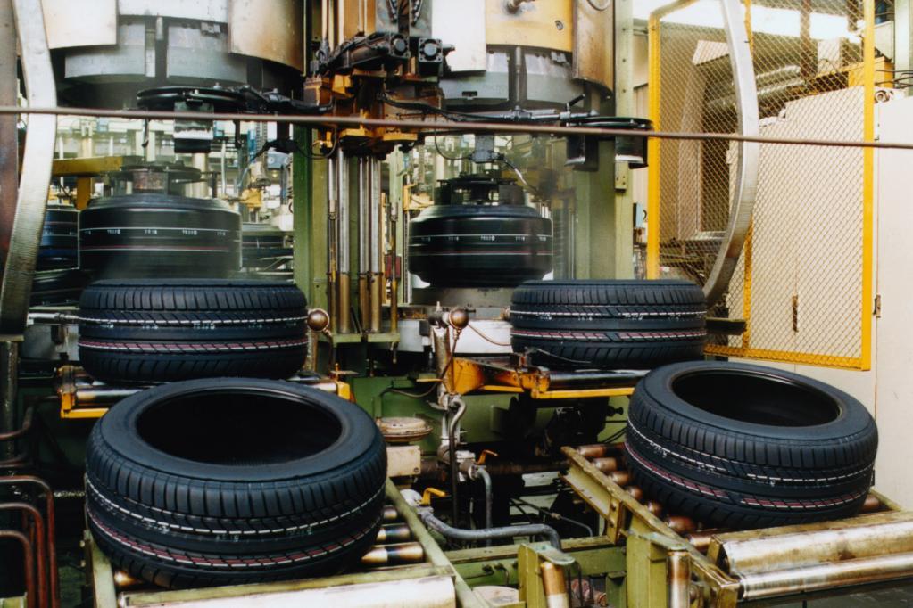Reifen: Chemie macht´s möglich - Leichter rollen und besser auf Nässe stoppen