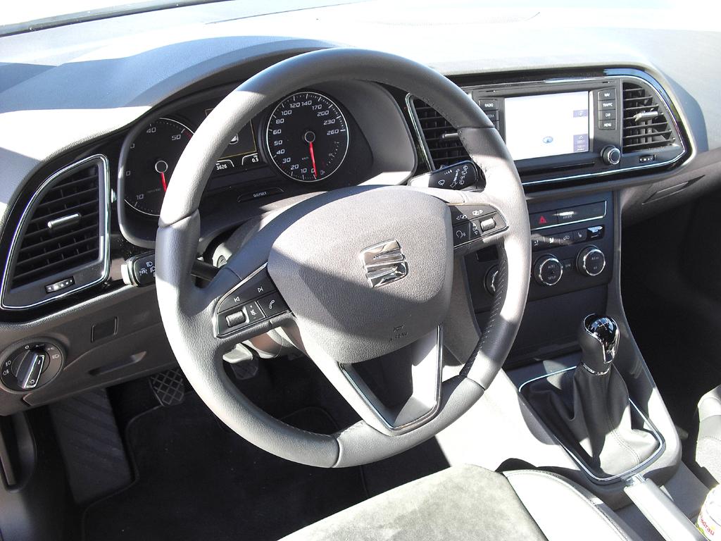 Seat León: Blick ins Cockpit.