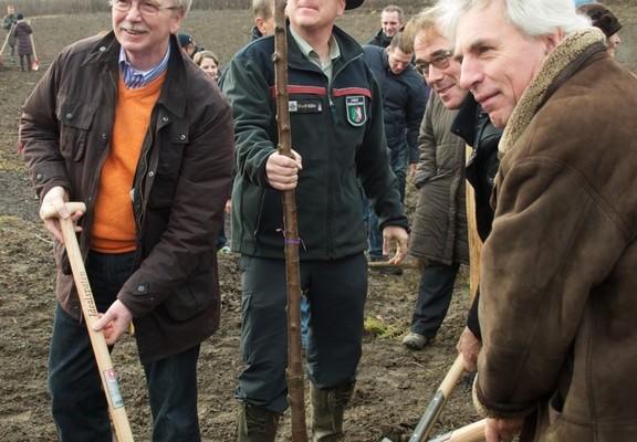 Toyota unterstützt Pflanzaktion im Kölner Waldlabor