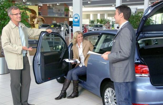 Umfrage: Autokauf im Internet - Information ist alles