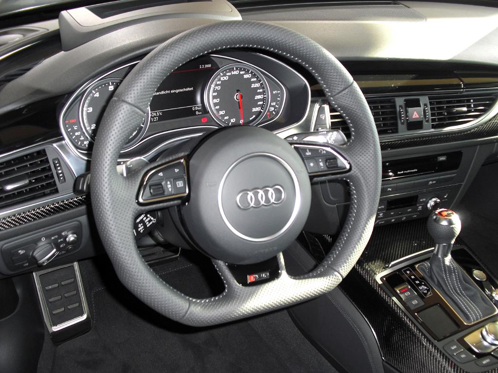 Audi RS6 Avant: Blick ins gewohnt sportlich-funktionell gestaltete Cockpit.