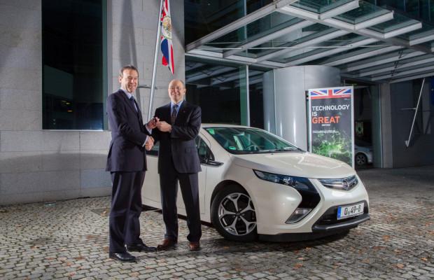 Britische Botschaft fährt Opel Ampera