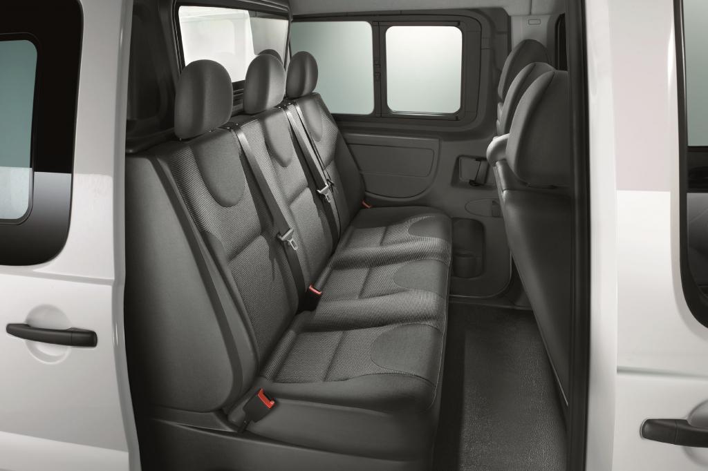 Den Transporter Fiat Scudo gibt es ab sofort auch mit einer zweiten Sitzreihe