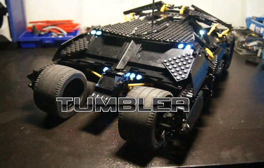 Der Batman Tumbler als ausgetüfteltes Lego-Mobil - Bild: Youtube
