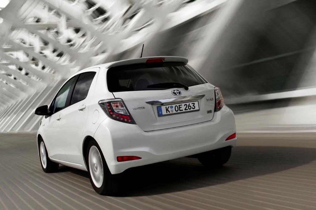Der Toyota Yaris Hybrid soll sich mit durchschnittlich 3,5 Litern begnügen