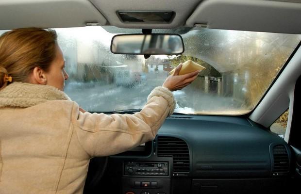 Dicke Mäntel im Auto erhöhen Verletzungsgefahr bei Unfällen