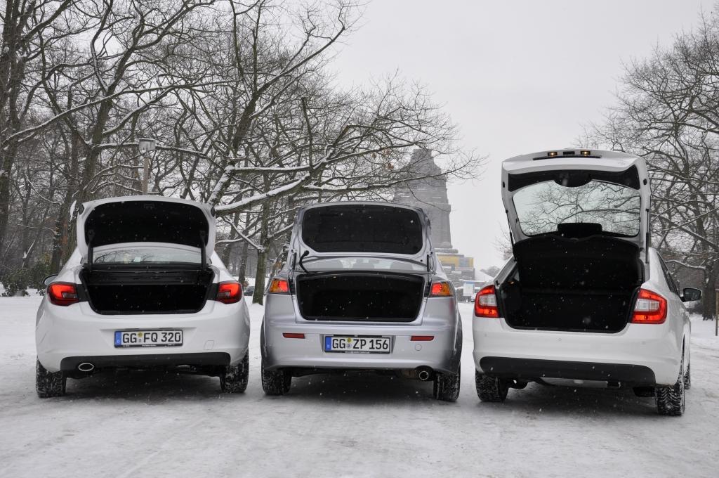 Die größte Klappe hat der Škoda. Hier passen 550–1.490 Liter rein. Opel schluckt 460–1.010 Liter, Mitsubishi 377 Liter