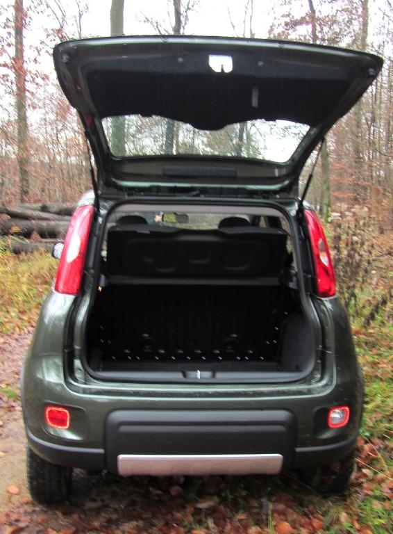 Fiat Panda 4x4: Das Gepäckabteil fasst 225 bis 870 Liter bei umgeklappten Rücksitzlehnen.