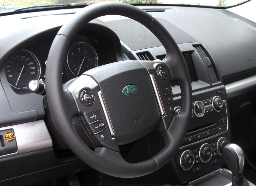 Land Rover Freelander: Blick ins noch klarer strukturierte Cockpit.