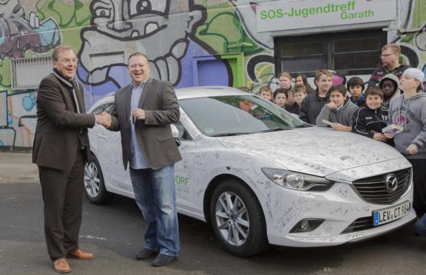 Mazda übergibt neuen 6er Kombi an Kinder- und Jugendhilfe