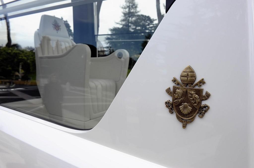 Mercedes-Benz M-Klasse für den Papst