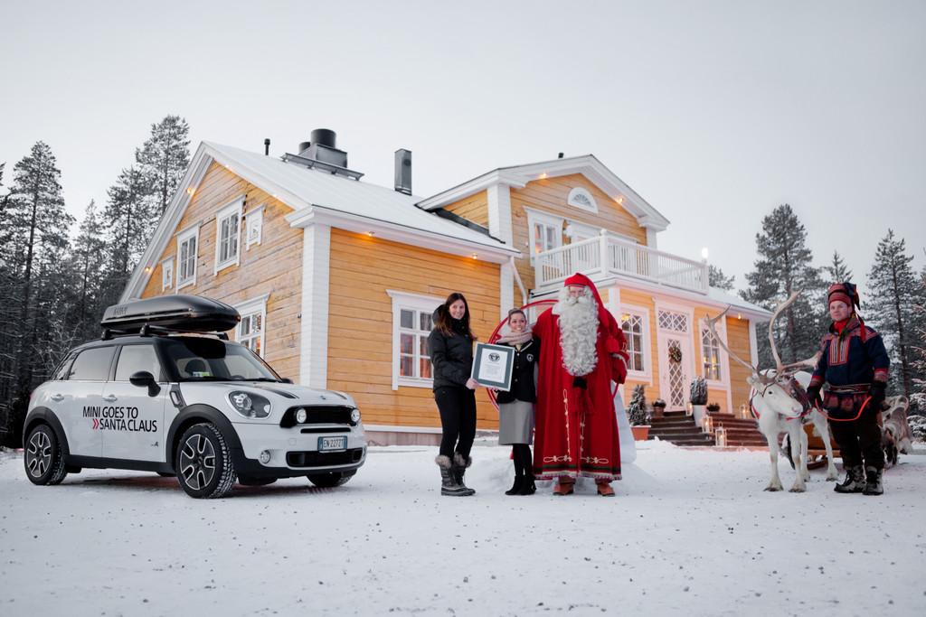 Mini bringt Weihnachtsmann den längsten Wunschzettel der Welt