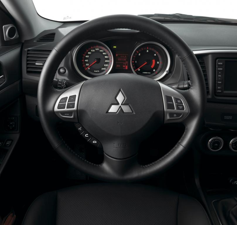 Mitsubishi folgt dem Sport-Konzept. Der Innenraum ist funktional und schnörkellos