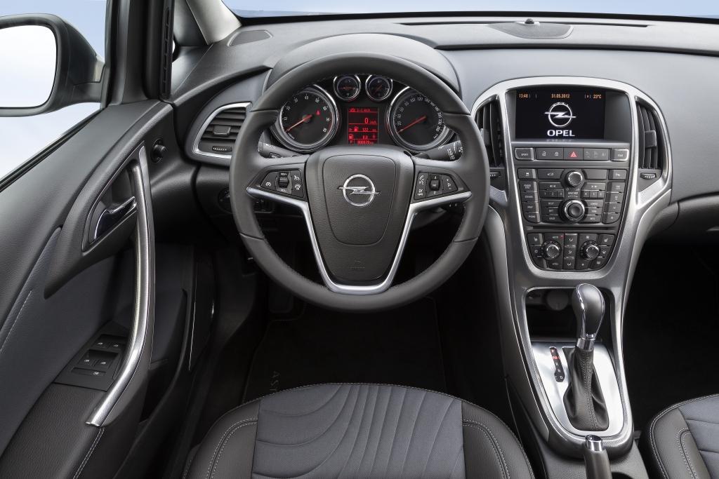 Mittelklasse-Feeling: Opel reicht viele Ausstattungsdetails vom Mittelklässler Insignia zur Kompaktklasse durch