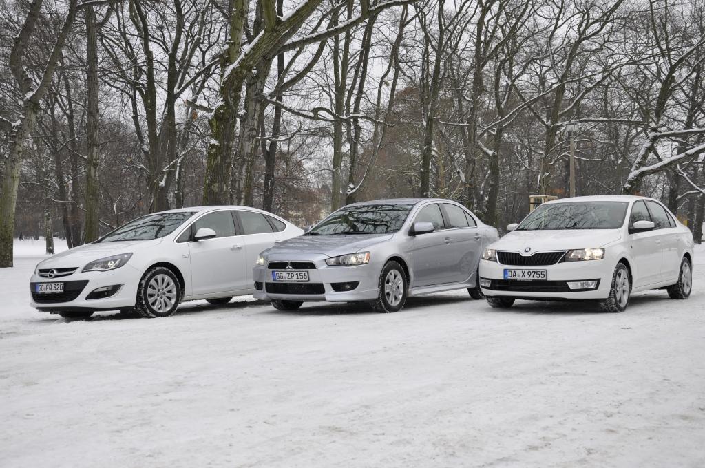 Nach vielen Fließheck-Jahren wird das klassische Stufenheck wieder beliebter. auto.de hat mit Opel Astra, Mitsubishi Lancer und Škoda Rapid drei kompakte Limousinen auf ihr Preis-Leistungs-Verhältnis abgeklopft