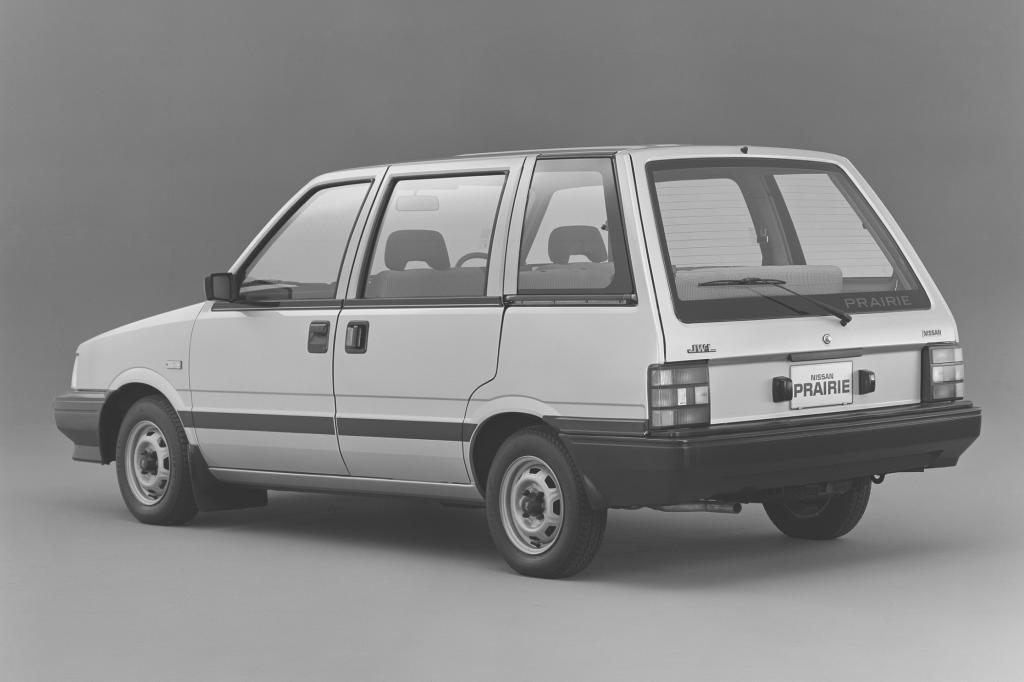 NissanPrairie8Sitzer Ab1982