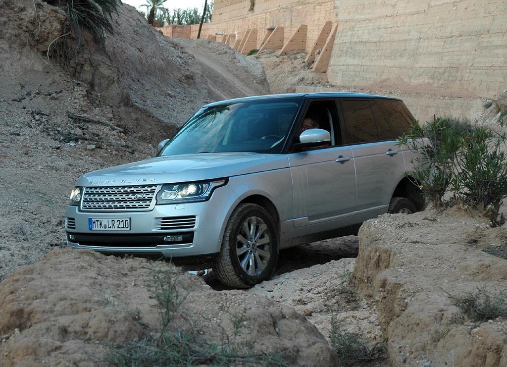 Range Rover in schwierigen Gefilden vor den Toren von Marrakesch.