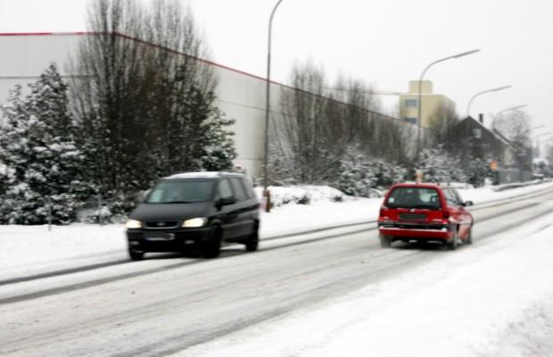 Ratgeber: Bei Schnee und Eis ausreichend Abstand halten