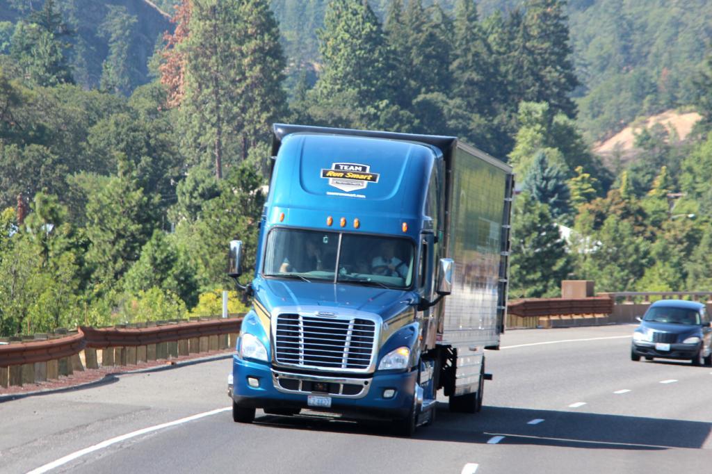 Schneller als 65, höchstens 70 Meilen die Stunde fährt der Trucker nicht