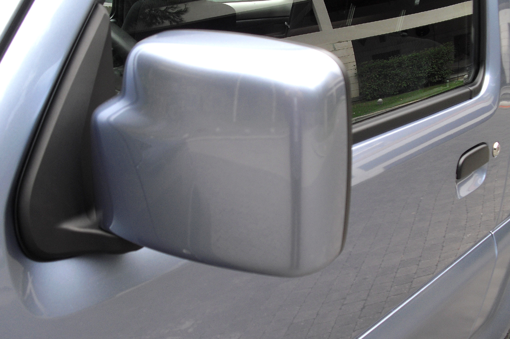 Suzuki Jimy: Die Außenspiegel sind etwas größer dimensioniert.