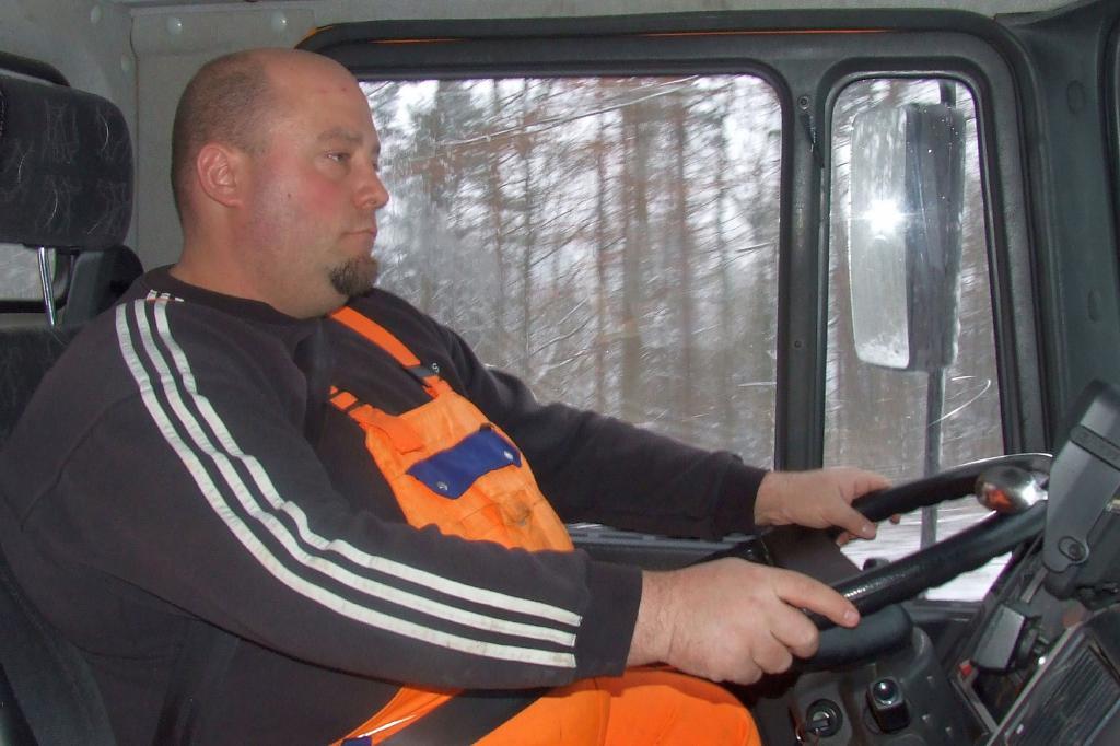 Timo Schneider ist der Mann auf dem schweren MAN-Räumfahrzeug