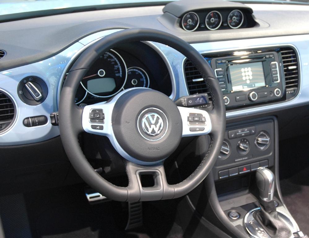 VW Beetle Cabrio: Blick ins Cockpit.