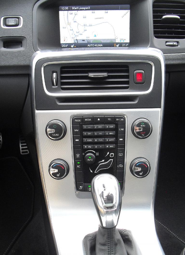 Volvo S60: Blick auf den mittleren Armaturenträger.