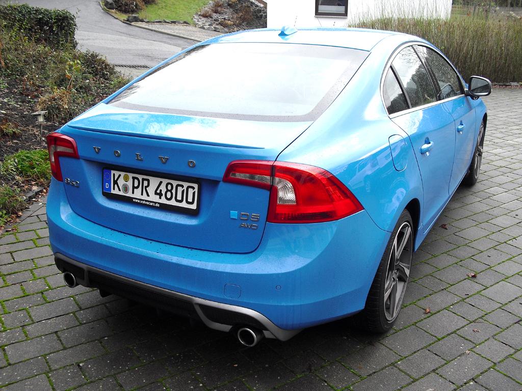 Volvo S60: Blick auf die Heckpartie mit Diffusoransatz unten.
