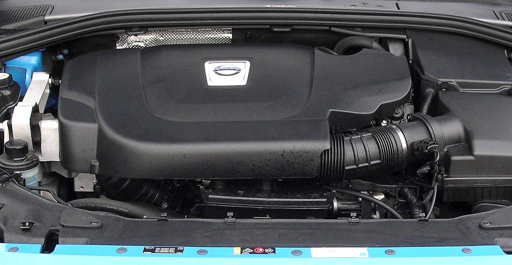 Volvo S60: Blick unter die Haube auf den 2,4-Liter-Fünfzylinder-Selbstzünder.