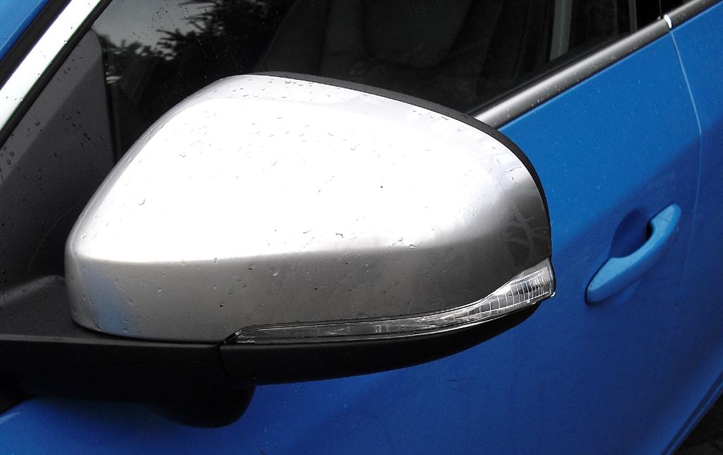 Volvo S60: In die Außenspiegel sind Blinkleisten integriert.