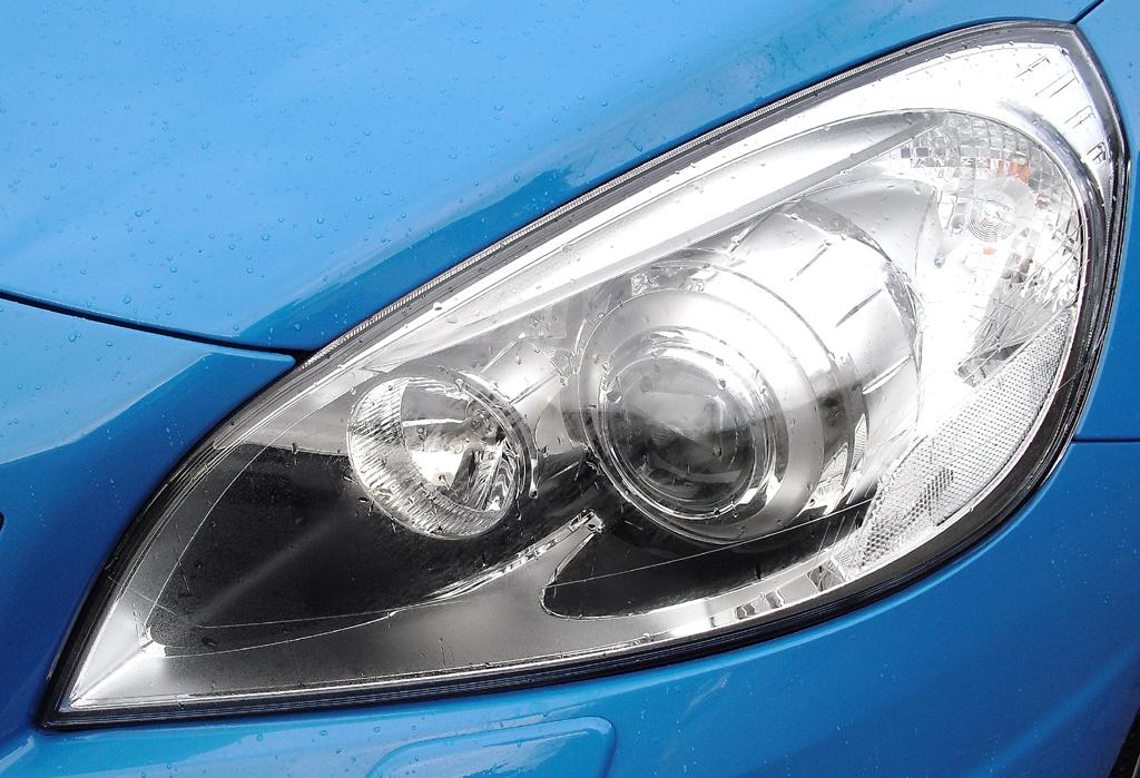 Volvo S60: Moderne Leuchteinheit vorn.